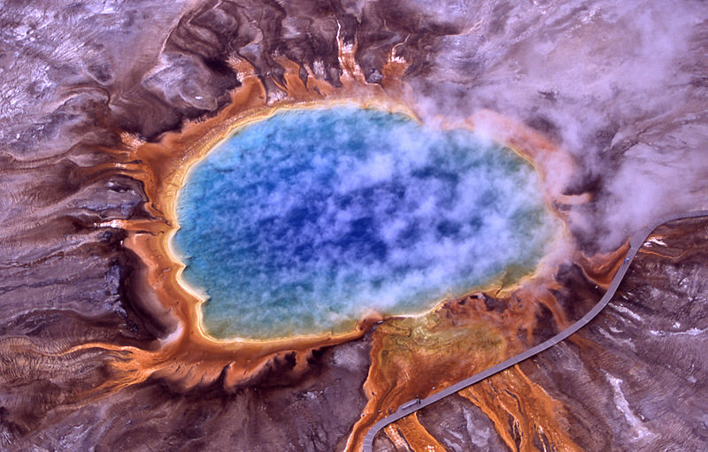 800px-Grand_prismatic_spring