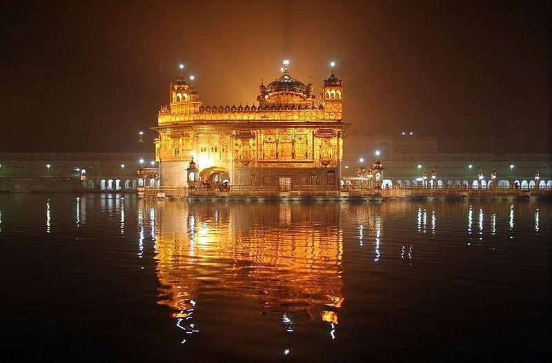 Золотой дворец ночью