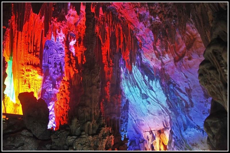 Пещера Тростниковой флейты. Фотограф - Андрей Богданов